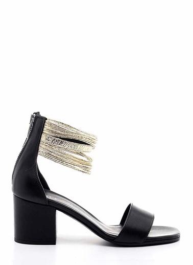 Janet & Janet Kalın Topuklu Sandalet Siyah
